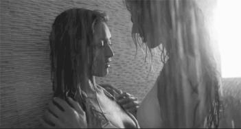Deux femmes sous la douche