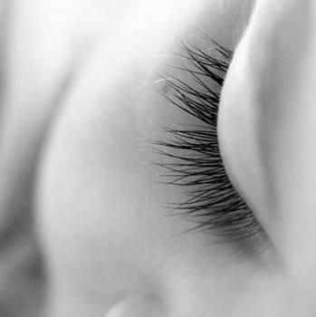Oeil d'une femme endormie