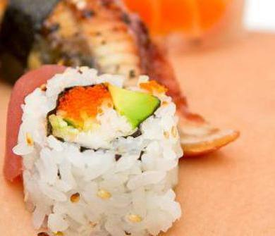 nyotaimori : sushi déposé sur la peau